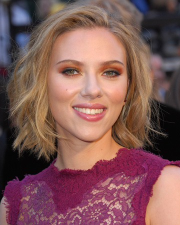 Scarlett Johannson -- Orange eyeshadow