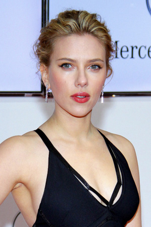 Scarlett Johansson starring in Psycho remake