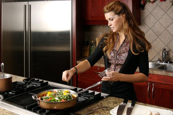 Женщины красивые кухни