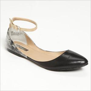 Almond toe shoe