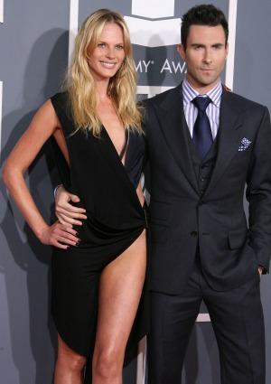 Adam Levine splits from girlfriend