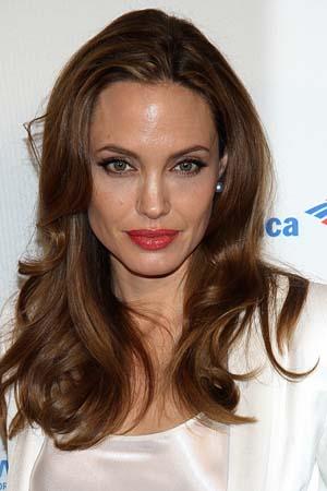 Jeweler spills the details on Jolie's ring
