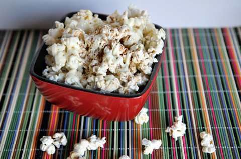 cinnamon sugar white chocolate popcorn for family movie night