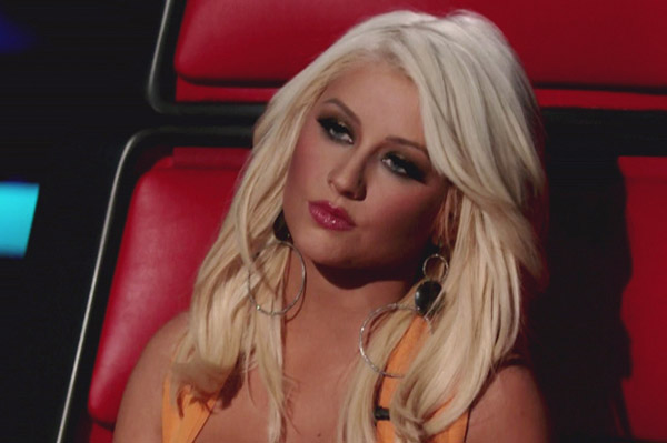 Christina Aguilera shows off new makeup look on The Voice