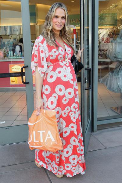 Pregnant Molly Sims at Ulta