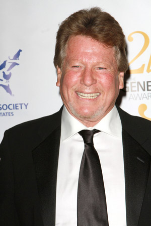 Ryan O'Neal agrees to paternity test