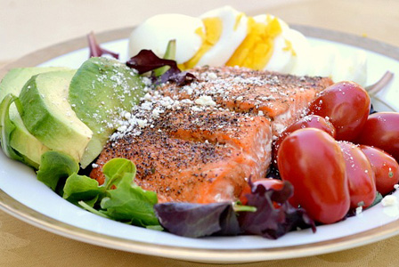 Salmon salad with homemade balsamic vinaigrette