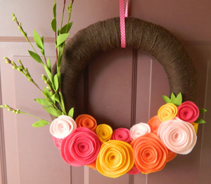 Yarn wrapped felt flowers spring wreath