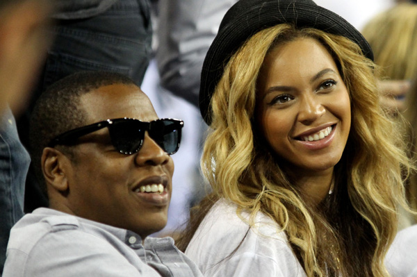 Beyonce and Jay-Z give birth in 2012