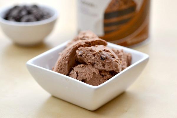 Low-fat chocolate ice cream