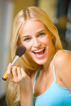 woman applying bronzer