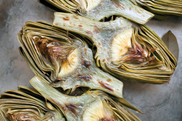 Grilled baby artichokes with butter and lemon