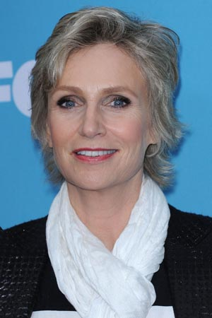 Jane Lynch gives Smith College commencement address