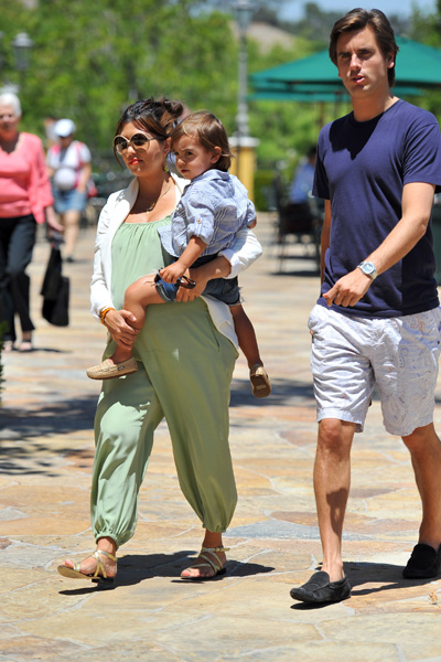 Pregnant Kourtney Kardashian, Scott and Mason