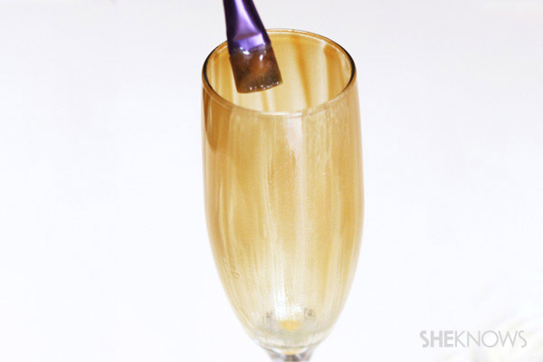 Painting the champagne glass with gel