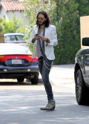Russell Brand hosts 2012 MTV Movie Awards.