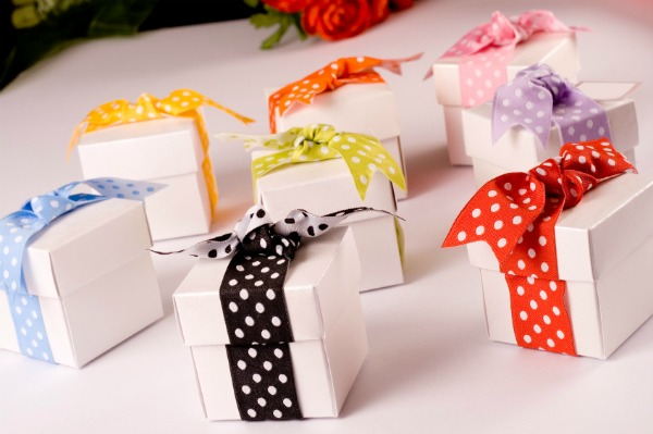 Cool Wedding Party Gifts : Whether your party favour is a purchased gift or a DIY creation, your ...