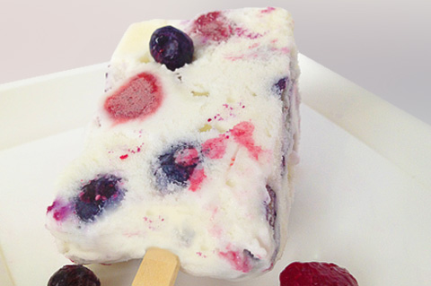 frozen yogurt ice cream bars with blueberries and strawberries or raspberries