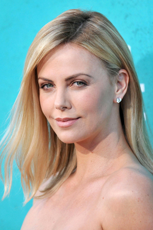 Charlize Theron shaves her head for Mad Max