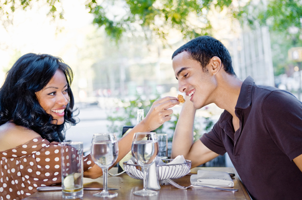 couple eating at outdoor cafe