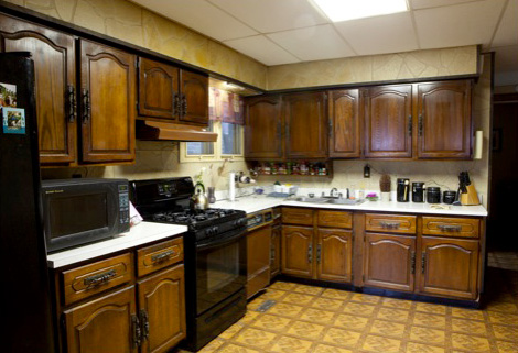 Kitchen makeover tips from hgtv 39 s meg caswell for 70s style kitchen cabinets