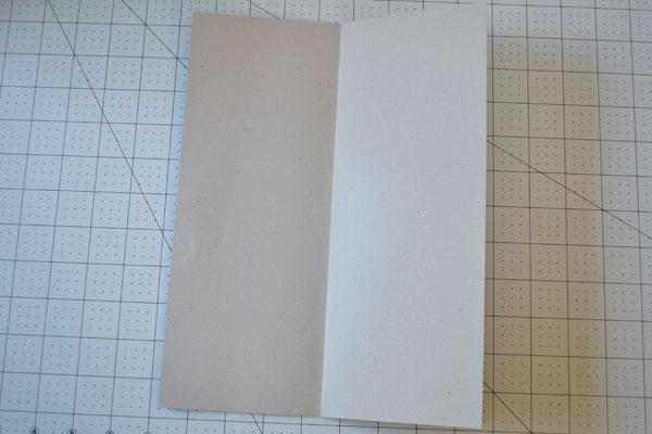Cartão camisa Dia dos Pais: Passo 1 dobra ao meio