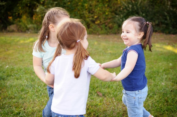 preschoolers dancing on play date