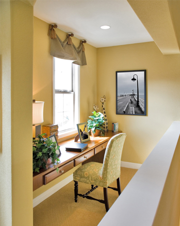 Converting a small space into your mini home office for Mini home office