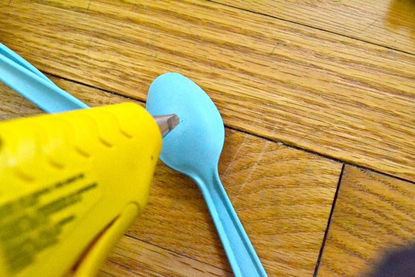 glue spoon