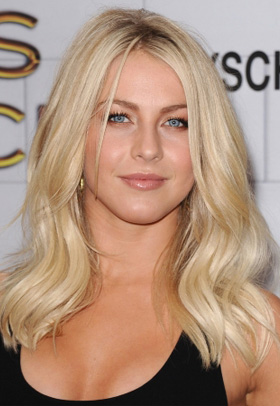 Julianne Hough's soft waves