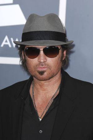 Billy Ray Cyrus tweets a picture of his bloodied son