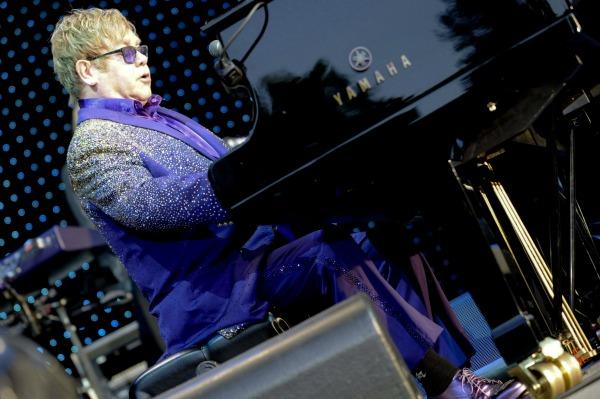 "Elton John: ""How did I survive?"""