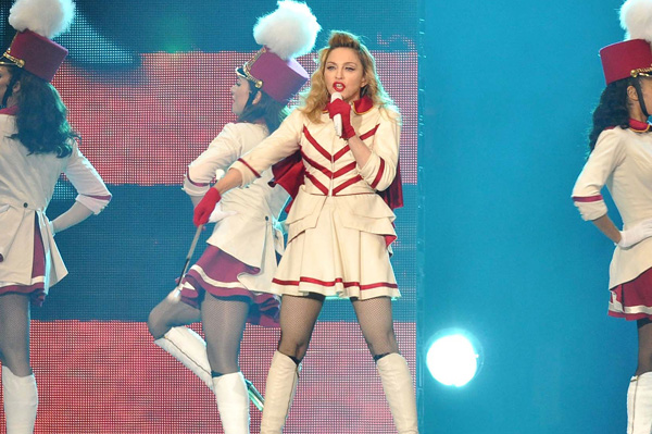 Madonna booed during Paris concert