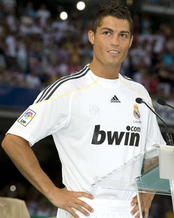 Our goal: Scoring an eyeful of this footballer's bod