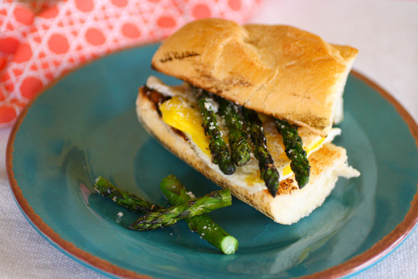 meatless-monday-fried-egg-and-grilled-asparagus-sandwich.jpg