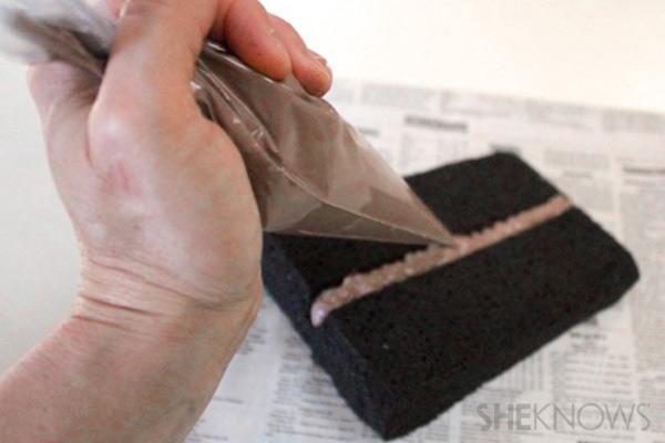 Cartões postais Bolo Passo 7: canalizar a calafetagem