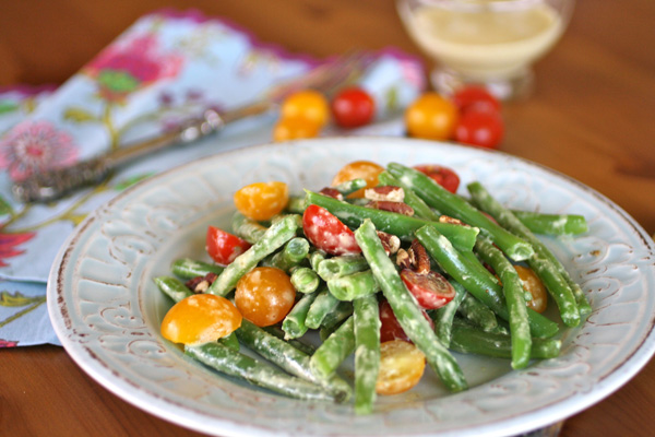 Sunday Dinner: Green bean and tomato salad with creamy garlic dressing