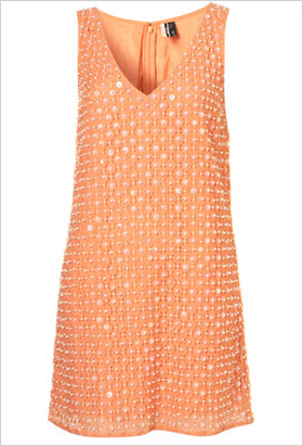 eye-catching V-neck shift dress