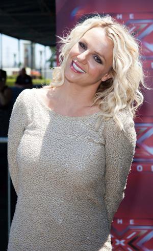 Britney Spears puts her twist on Twister