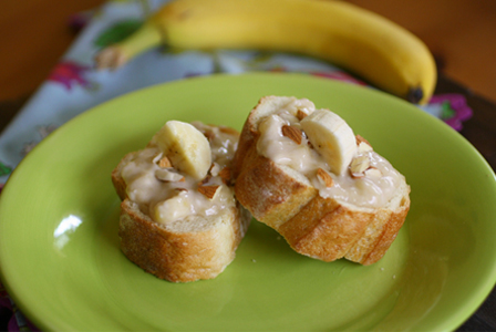 Cream cheese banana-almond crunch