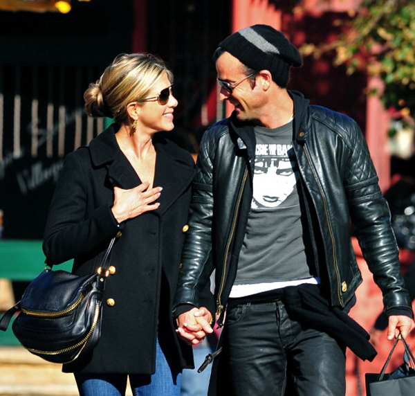 Justin Theroux and Jennifer Aniston engaged