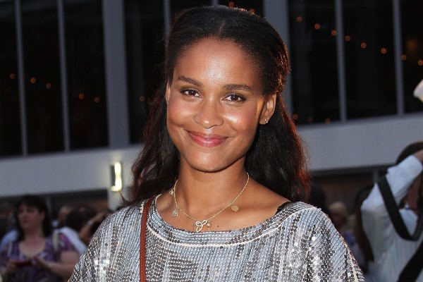 Joy Bryant kisses and tells