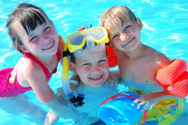 Splish splash! Swimming pool games for kids
