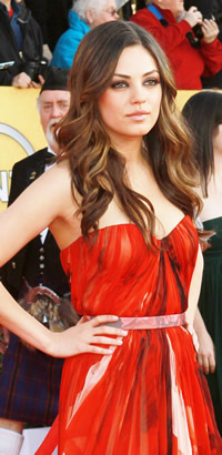 Mila Kunis wavy Hairstyle at SAG Awards