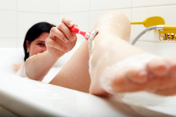 Pregnant mom shaving her legs