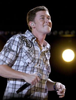 Scotty McCreery falls off stage