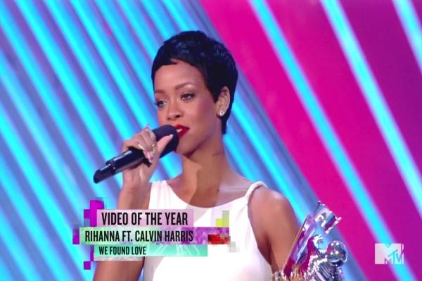 MTV's VIP camera goes 'kiss cam'