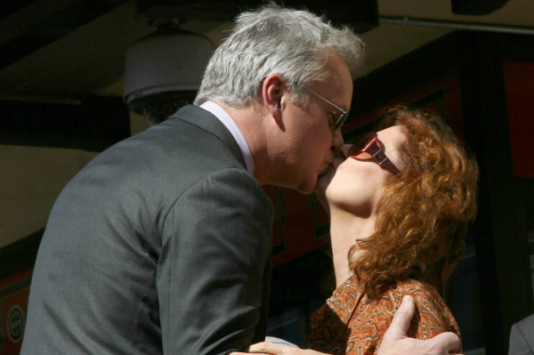 Tim Robbins Kisses Susan Sarandon on the Hollywood Walk of Fame