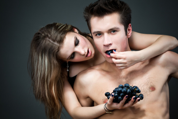 Sexy couple eating fruit