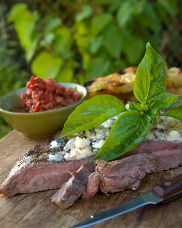 Grilled steak with fig jam and Gorgonzola recipe